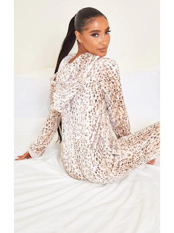 PRETTYLITTLETHING Domáce overal s leopard vzorom foto